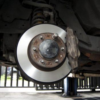 Sistema automotivo: freio em destaque